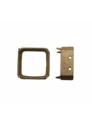 Castone con montatura ad incasso per gemma o cabochon quadrato da 18x18 mm.