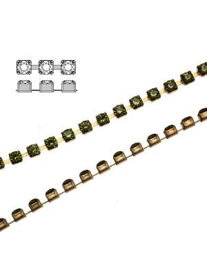 Catena strass, con cristalli Swarovski, base in metallo colore ottone, colore strass OLIVINE
