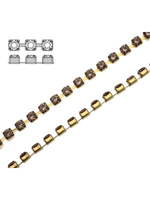 Catena strass, con cristalli Swarovski, base in metallo colore ottone, colore strass LIGHT AMETISTA