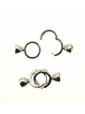 Chiusura a tondo con agganci a finalino con possibilità di incollo o di fermare i fili, 34x14 mm.