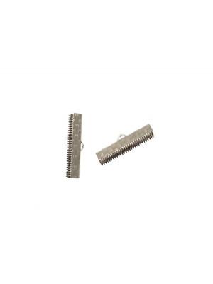 Confezione da 2 pezzi del finalino ferma nastro zigrinato, con graffette finali e anello, per nastri alti 25 mm.