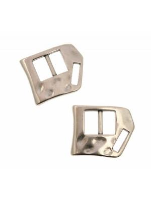 Chiusura per cordoncini o nastri piatti, effetto fibbia, forma rettangolare con un angolo smussato, 30x24 mm.