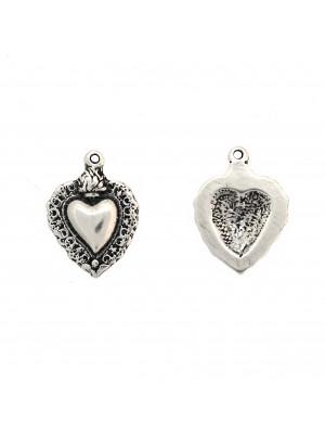 Ciondolo a forma di cuore sacro, con un anellino tondo chiuso in alto, 20x27 mm.