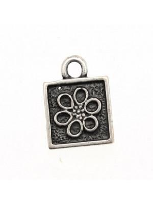 Ciondolo a forma di medaglia quadra con fiore e 1 anello 14 mm.