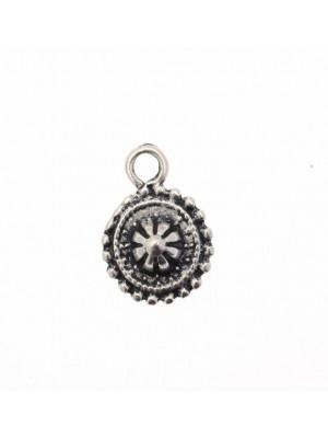 Ciondolo a forma di medaglia smerlettata tonda con fiore in rilievo 16 mm.