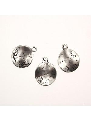 Ciondolo a forma di medaglia ondulata martellata 1 anello 15 mm.