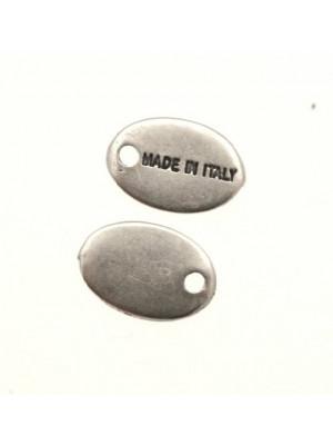 Ciondolo a forma di medaglia ovale con scritta MADE IN ITALY 14x8 mm.