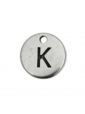 """Ciondolo a forma di medaglia tonda con lettera """"K"""", diametro 12 mm."""