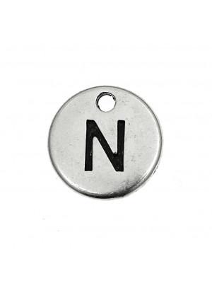 """Ciondolo a forma di medaglia tonda con lettera """"N"""", diametro 12 mm."""