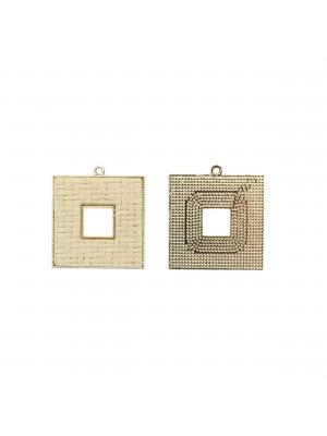 Ciondolo a forma di quadrato forato, piatto, con rattan naturale, 29x32 mm.
