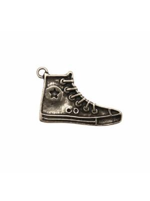 Ciondolo a forma di scarpa da ginnastica, 30x19 mm.