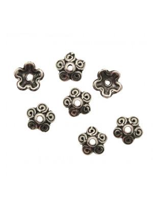 Coppetta tonda a fiore con petali dal disegno a spirale, diametro 10 mm.