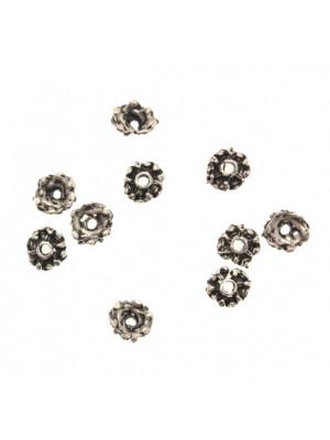Coppetta tonda lavorata e puntinata, diametro 6 mm.