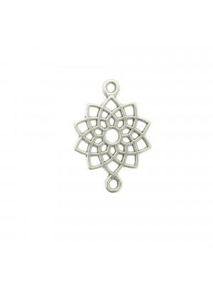 Distanziatore a forma di fiore geometrico, con due anelli, 14x20 mm.