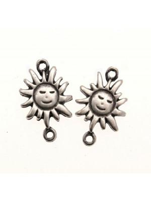 Distanziatore a forma di sole, con due anelli, 17x23 mm.