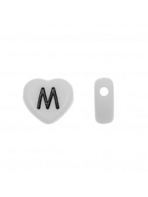 """Distanziatore a Cuore in resina con disegno lettera """"M"""", 12x11 mm."""