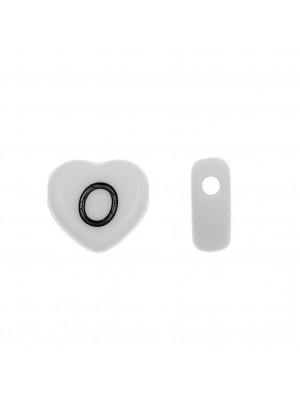 """Distanziatore a Cuore in resina con disegno lettera """"O"""", 12x11 mm."""