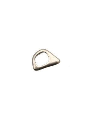 Distanziatore a rondella piatta liscia, dalla forma irregolare, 14x21 mm.