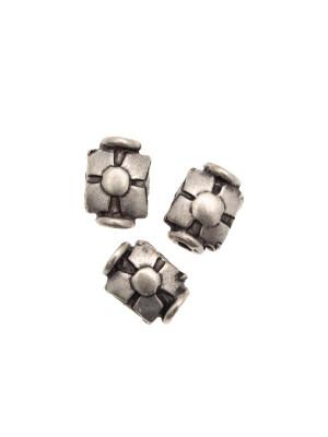 Distanziatore rettangolare con disegno a quattro punte e cerchio centrale, 7x10 mm.