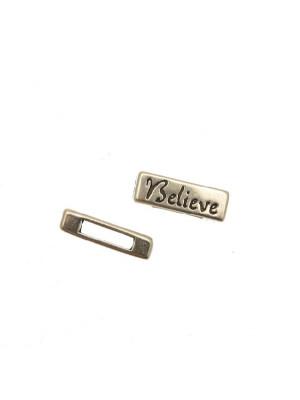 """Distanziatore rettangolare piatto liscio con scritta """"Believe"""", 18x6 mm."""