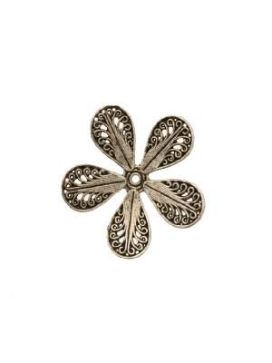 Filigrana a forma di fiore piatto a cinque petali, disegnati a riccioli, 28mm.