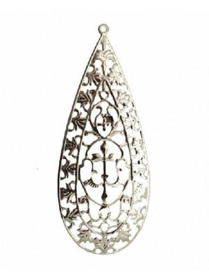 Filigrana a goccia, leggermente bombata, lavorata a foglie e decori, con anello in alto, 37x87 mm.