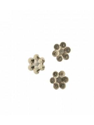 Filigrana porta strass a forma di fiorellino chiuso, 9 mm.