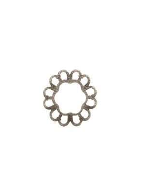 Filigrana tonda a cerchio piatta, aperta al centro, lavorata nel contorno, 19 mm.