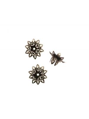 Filigrana tridimensionale a forma di fiore, larga 16 mm. alta 8 mm.
