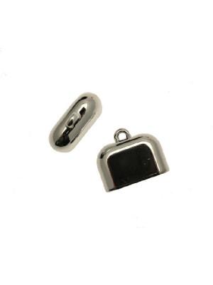 Terminale in resina galvanizzata per cordoncini o nastri, di forma rettangolare liscia, con un anello finale, 23x28 mm.