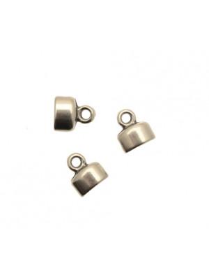 Terminale per cordoncini o nastri piatti, di forma rettangolare, liscia, con anello finale, 8x9 mm.