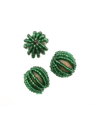 Perla in legno tinta su tono, ricoperta di perline di conteria, 20 mm., Verde smeraldo