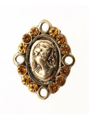 Ciondolo a forma di Cameo smaltato con 4 anelli e 12 strass 27x20 mm. Base oro antico