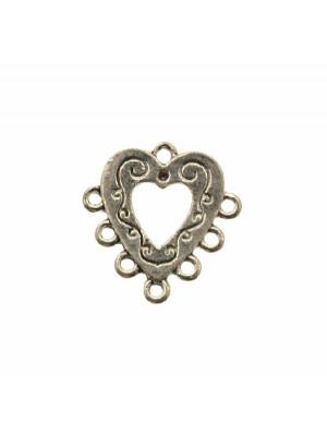 Base per orecchino a forma di cuore piatto disegnato, forato al centro, larga 23 mm., lunga 23 mm.