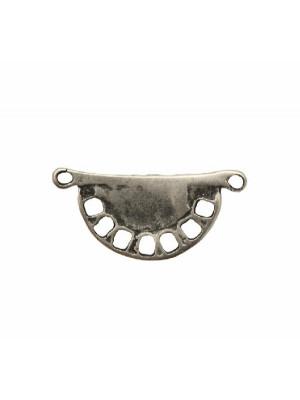 Base per orecchino a forma di mezzo cerchio liscio, con sette fori rettangolari sul bordo , larga 37 mm., lunga 17 mm.