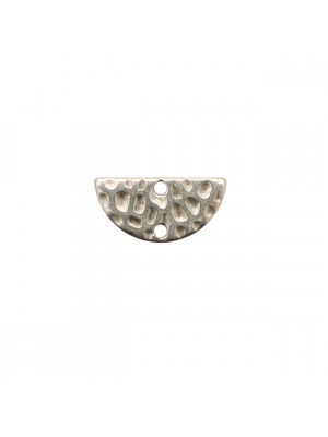 Base per orecchino a forma di mezza luna martellata, 15x8 mm.