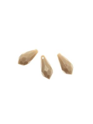 Goccia sfaccettata con foro in testa, in resina, 23x11 mm., color Beige