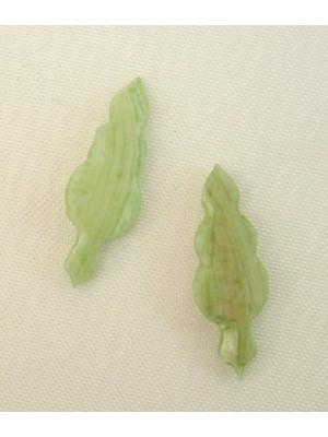Ciondolo in conchiglia a forma di foglia, 18x8 mm., colore Verde Chiaro