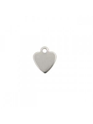 Ciondolo, in Acciaio, a forma di cuore piatto, pieno, liscio, largo 10x11 mm.