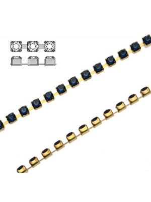 Catena strass, con cristalli Swarovski, base in metallo colore ottone, colore strass CAPRI BLUE