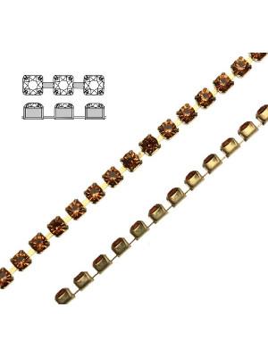 Catena strass, con cristalli Swarovski, base in metallo colore ottone, colore strass TOPAZ