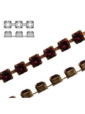 Catena strass, con cristalli Swarovski, base in metallo colore ottone, colore strass BURGUNDY