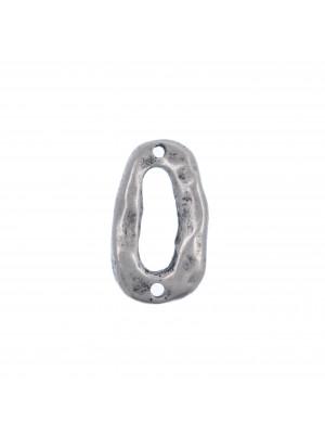 Anello ovale chiuso, piatto e irregolare, con due fori,  14x24 mm.