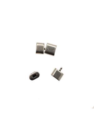 Chiusura ad incollo, per cordoncini, di forma rettangolare, con chiusura ad incastro, 10,5x18 mm.
