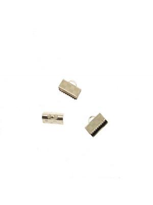 Confezione da 2 pezzi del finalino ferma nastro zigrinato, con graffette finali e anello, per nastri alti 10 mm.