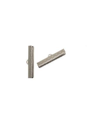 Confezione da 2 pezzi del finalino ferma nastro zigrinato, con graffette finali e anello, per nastri alti 29 mm.