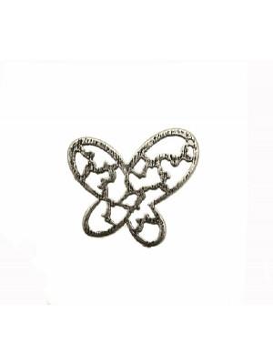 Ciondolo a forma di farfalla piatta e traforata, con un forellino in alto su un lato, 23x21 mm.