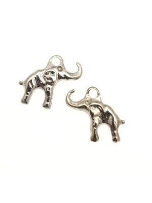 Ciondolo a forma di elefantino piccolo abbastanza piatto 16x14 mm.