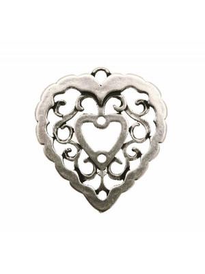 Ciondolo a forma di cuore grosso, traforato a riccioli, spesso 2 mm., 36x40 mm.