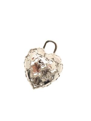 Ciondolo a forma di cuore bombato, traforato con disegni a fiorellini, con anello grande in alto, 30x36 mm.